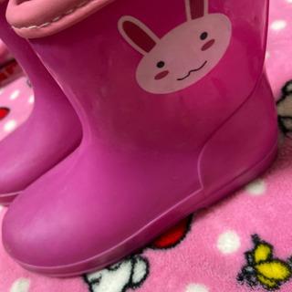 ③ウサギ  長靴