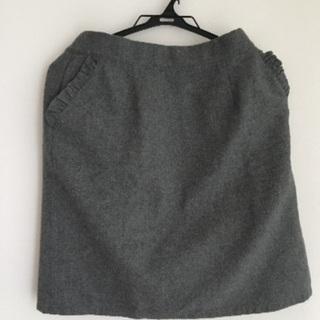 グレーのスカート