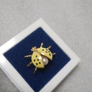黄色いてんとう虫のタイタック ブローチ ピンズ フラワーホールピンズ