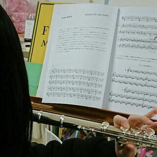 こんにちは。ピアノ・フルート・ヴァイオリン・ハープ・リトミック・...