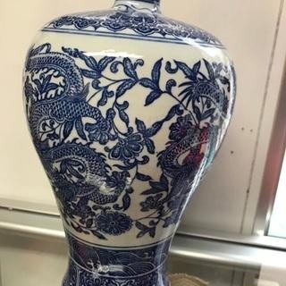 大清乾隆年製青花龍唐草紋梅瓶