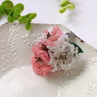 【ハンドメイド】春先取り!ビーズのハナモモブローチ