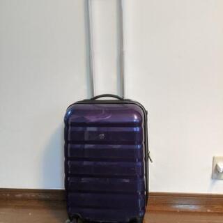 スーツケース(2〜3泊用、濃いめのパープル色)