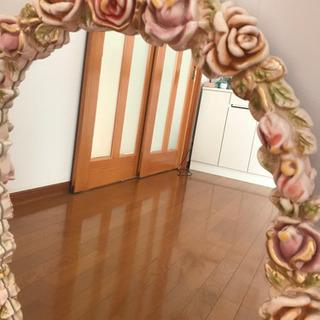 ローズ枠の素敵な鏡