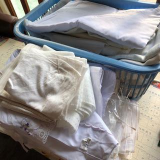 白いシーツ、枕カバー、エプロン、割烹着、白いハンカチ多量