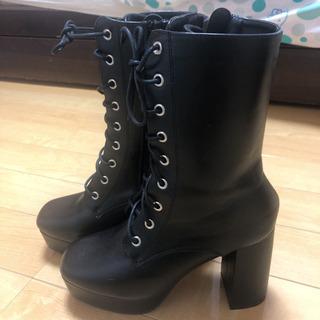 新品のブーツの画像