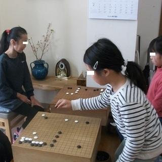 初心者に囲碁を教えています
