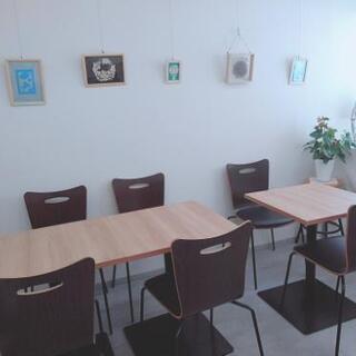 レッスンや小さな集会に使えるスペースがあります。