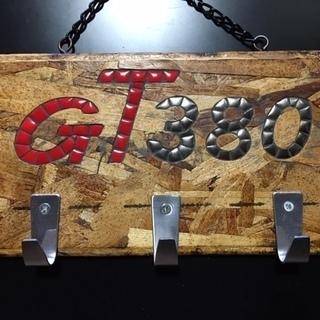 モザイクタイルで作成したGT380ネームプレートです。