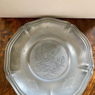 【美品】繊細なお花の彫り皿