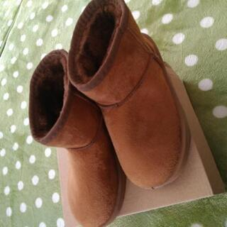 値下げしました❗新品19-20センチムートン調ボア付きブーツ