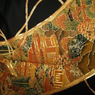 煌めきな豪華刺繡の黒留袖。2月4800円。