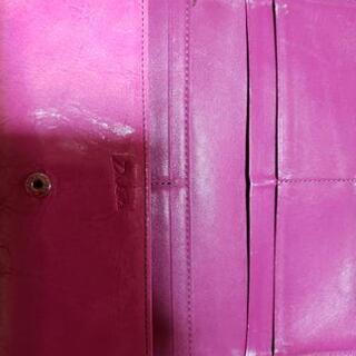 Dacotaの長財布【ピンクレザー】になります。