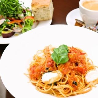 【時給1200円】恵比寿のイタリア料理店でホールスタッフを募集し...