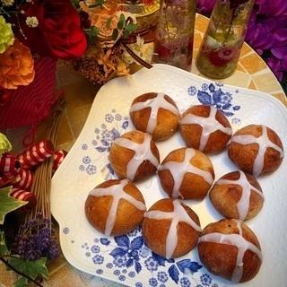 イースターのパン『ホットクロスパンズ』