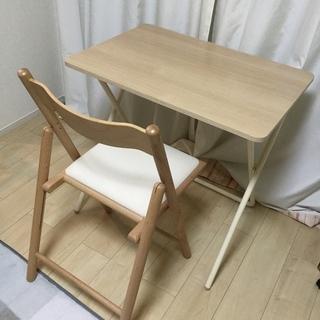 椅子とテーブルセット