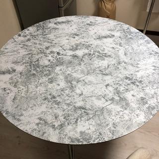 ニトリで購入した机です。