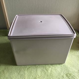 タッパーウェアの収納ボックス
