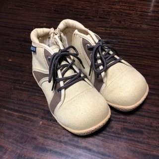 【新品】ベージュの靴 18cm