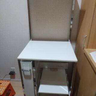 鏡面ホワイトキッチン棚