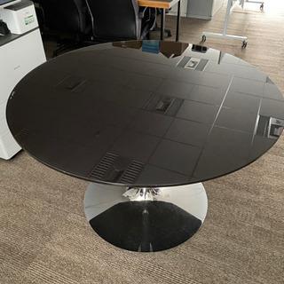 カリガリス 円形ダイニングテーブル