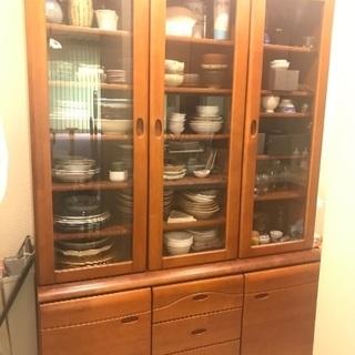食器棚:交通費4000円払うのでもらってください。の画像