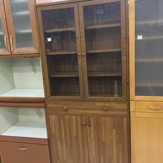 取りに来て頂ける方限定!2枚扉の食器棚のご紹介です!
