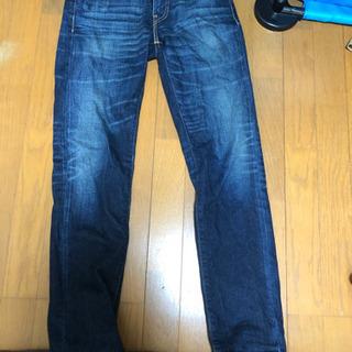 リーバイス スキニーのジーンズです。