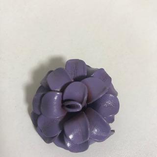 ブローチ 紫 花