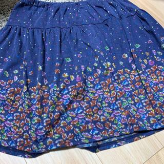 スカート 膝上1〜2センチ