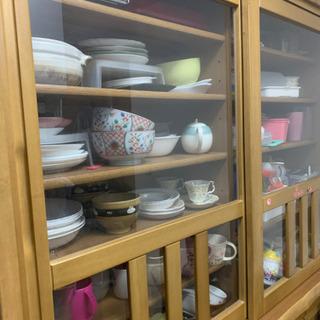食器棚 収納はかなり多めです。