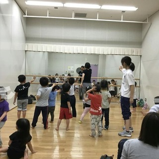 Kid's Dance with easy English