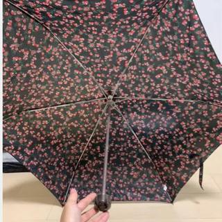 花柄の折りたたみ傘
