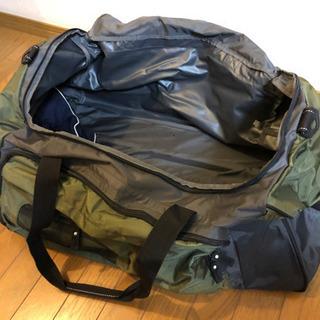 取手付きの旅行用バッグ、布張りですがガッチリしてます