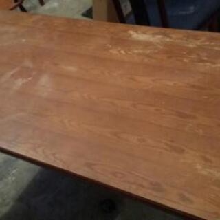 座卓の脚を長くしたテーブル