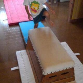 お遊び。跳び箱や体操マット🤸寝転ぶだけでも気持ちいい💧😃♨️