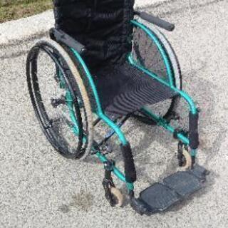 車椅子 エメラルドグリーン色