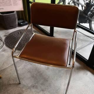 【スタッキングチェア】座面・背もたれ:茶色、脚・フレーム:クロム...