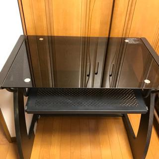 ニトリのガラス製パソコンデスクと椅子