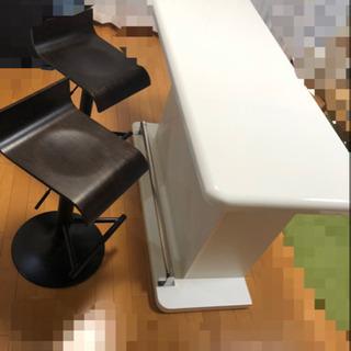 お洒落なカウンターテーブルと椅子2脚