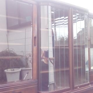 ガラス食器棚