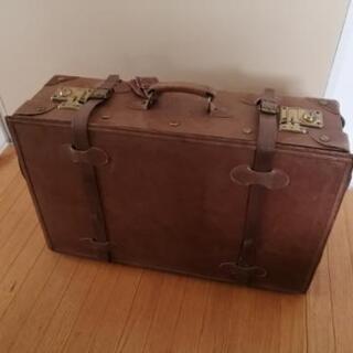〈アンティーク調〉スーツケース