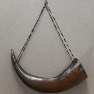 角笛型 角の吊り下げ飾 水牛 角 ツノ 彫刻 飾り物 インテリア...