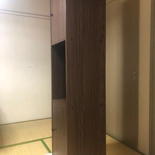 木目調の本棚