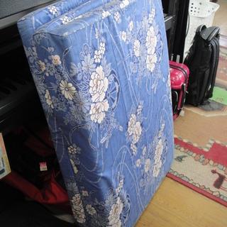 マットレス シングルサイズ 三つ折り 青
