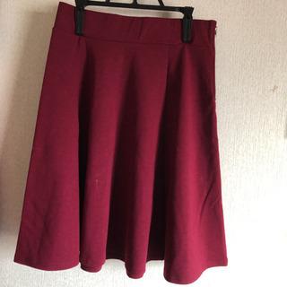 膝丈のフレアースカート