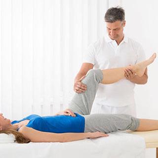 腰や膝、スポーツなどで身体を痛めた方にリラクゼーションにて…