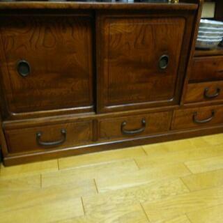 家具 箪笥、アンティーク家具等など買い取ります。アンティーク小物...