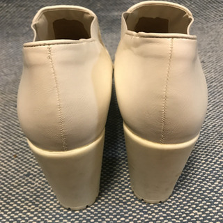 R&E ブーティ白 パンプスブーツ - 靴/バッグ