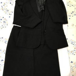 女性 黒スーツ